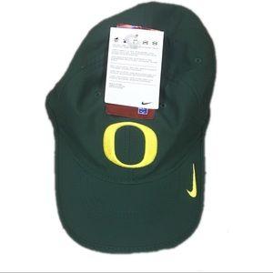 low priced 5bdfa 096c2 Nike Accessories - Oregon Ducks Nike Dri Fit Vapor Adjustable Hat Cap